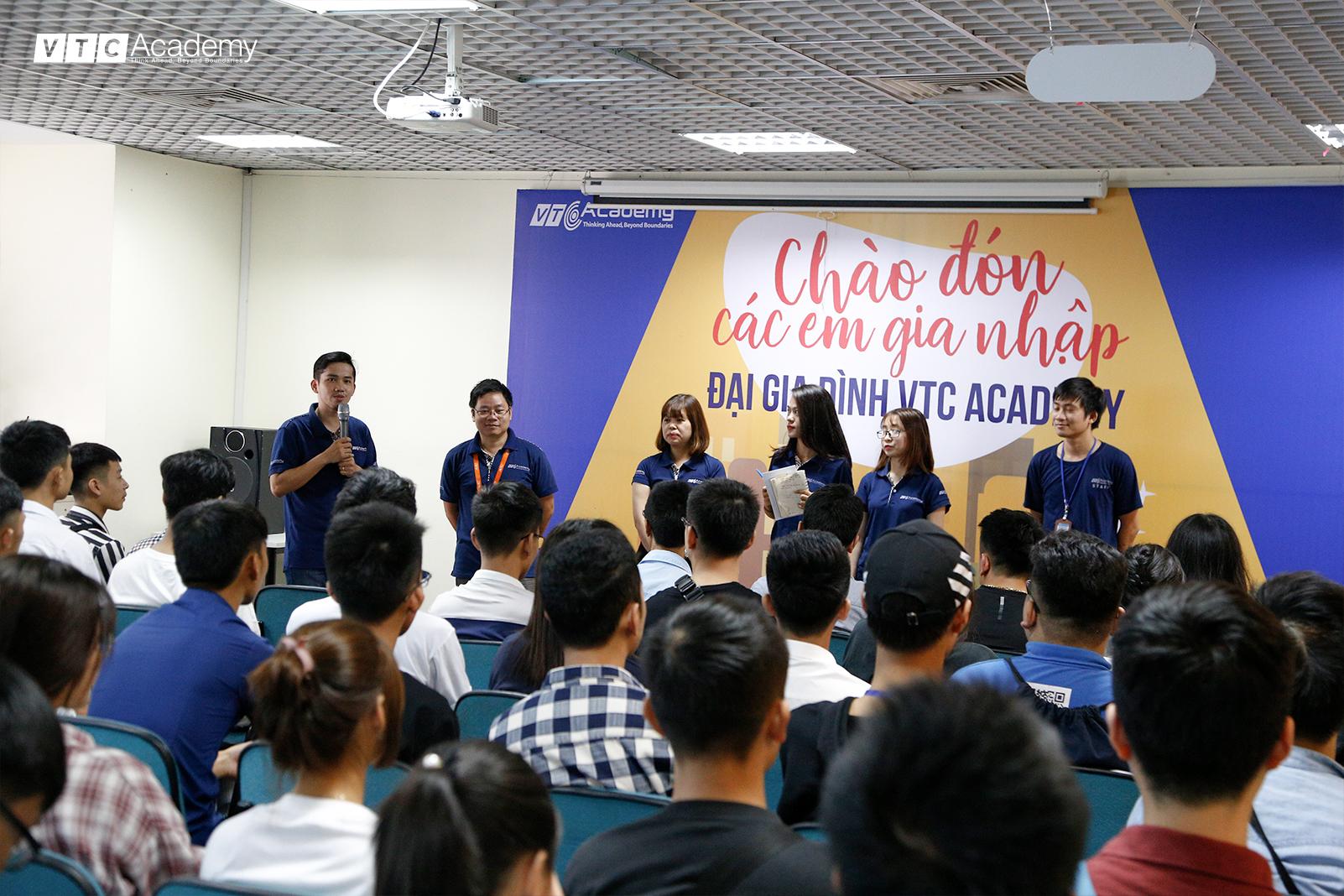Tân học viên hào hứng tham dự Ngày tựu trường 2018 tại VTC Academy