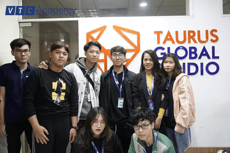 Học viên ngành Thiết kế của VTC Academy Hà Nội thăm quan N&V Bridge