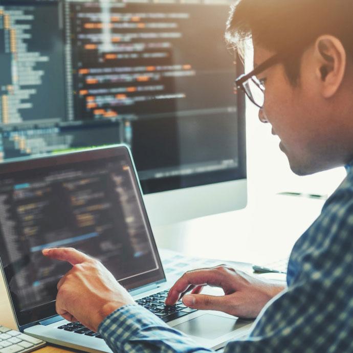 Chuyên viên <br>phát triển Web Full-stack