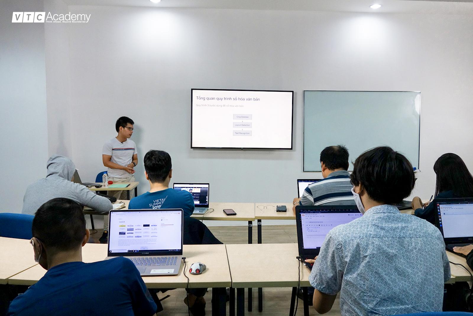 Lớp học thực tế về AI chuyên đề Số hóa văn bản tại TP.HCM