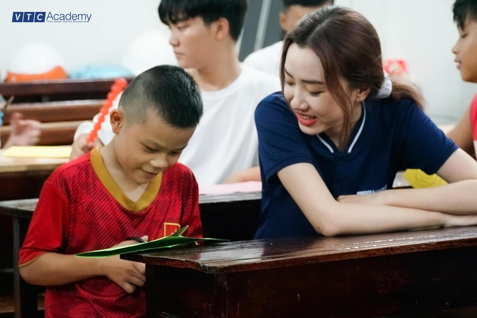 VTC Academy HCMC organizes Mid-Autumn Festival 2020 for children in Tan Binh Shelter