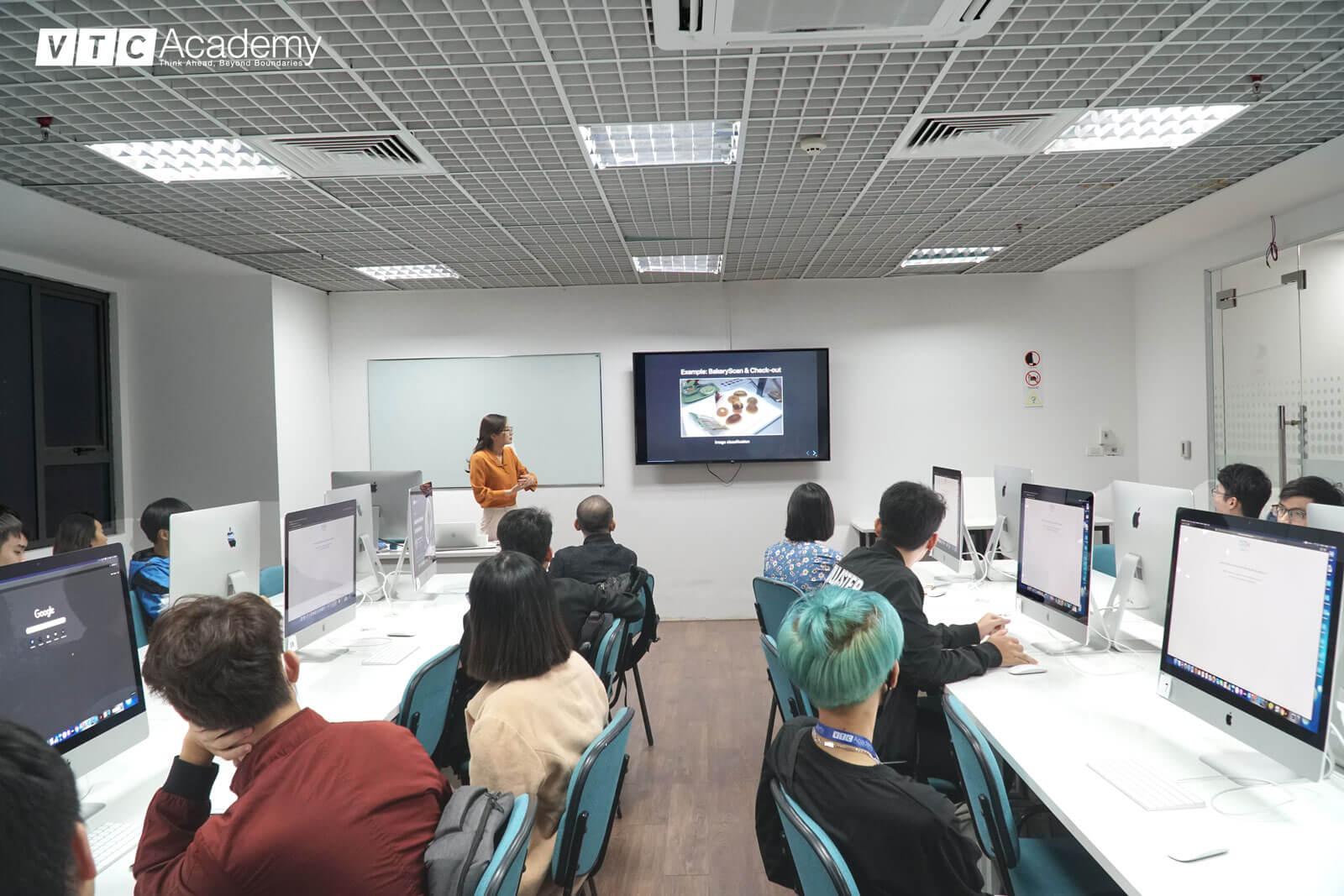 VTC Academy tổ chức chuỗi sự kiện khám phá Trí tuệ nhân tạo (AI) tại Hà Nội