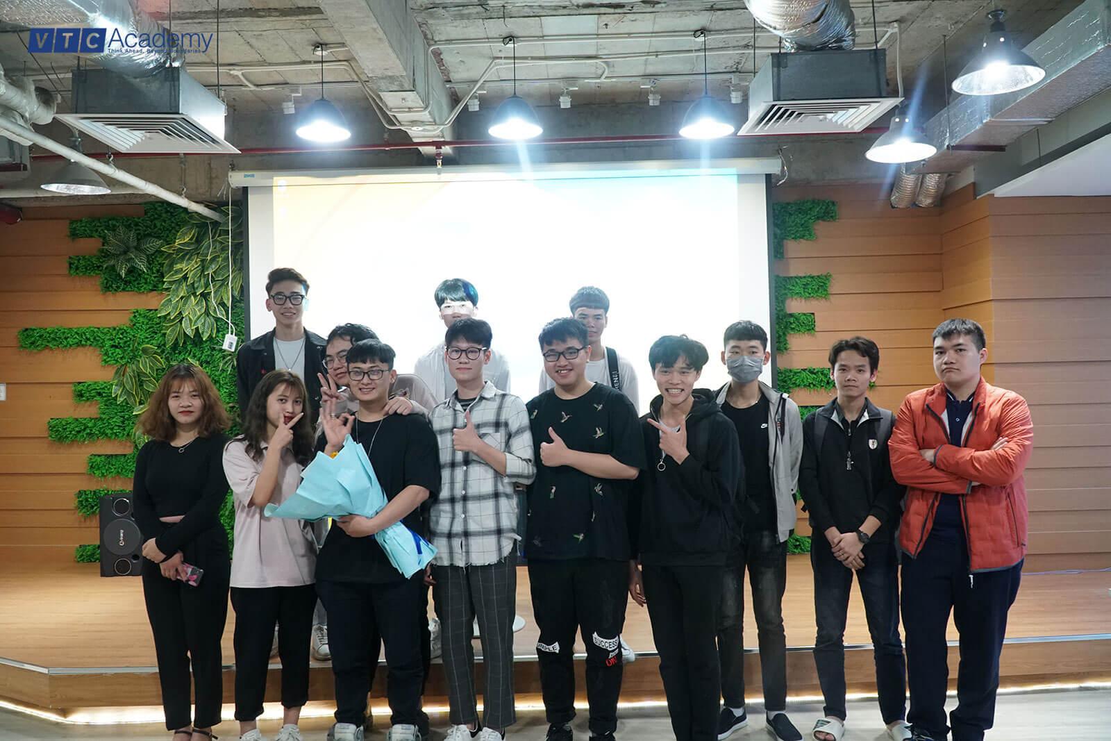 """VTC Academy Hà Nội tổ chức talkshow """"Câu chuyện của tôi"""" cho học viên ngành lập trình"""