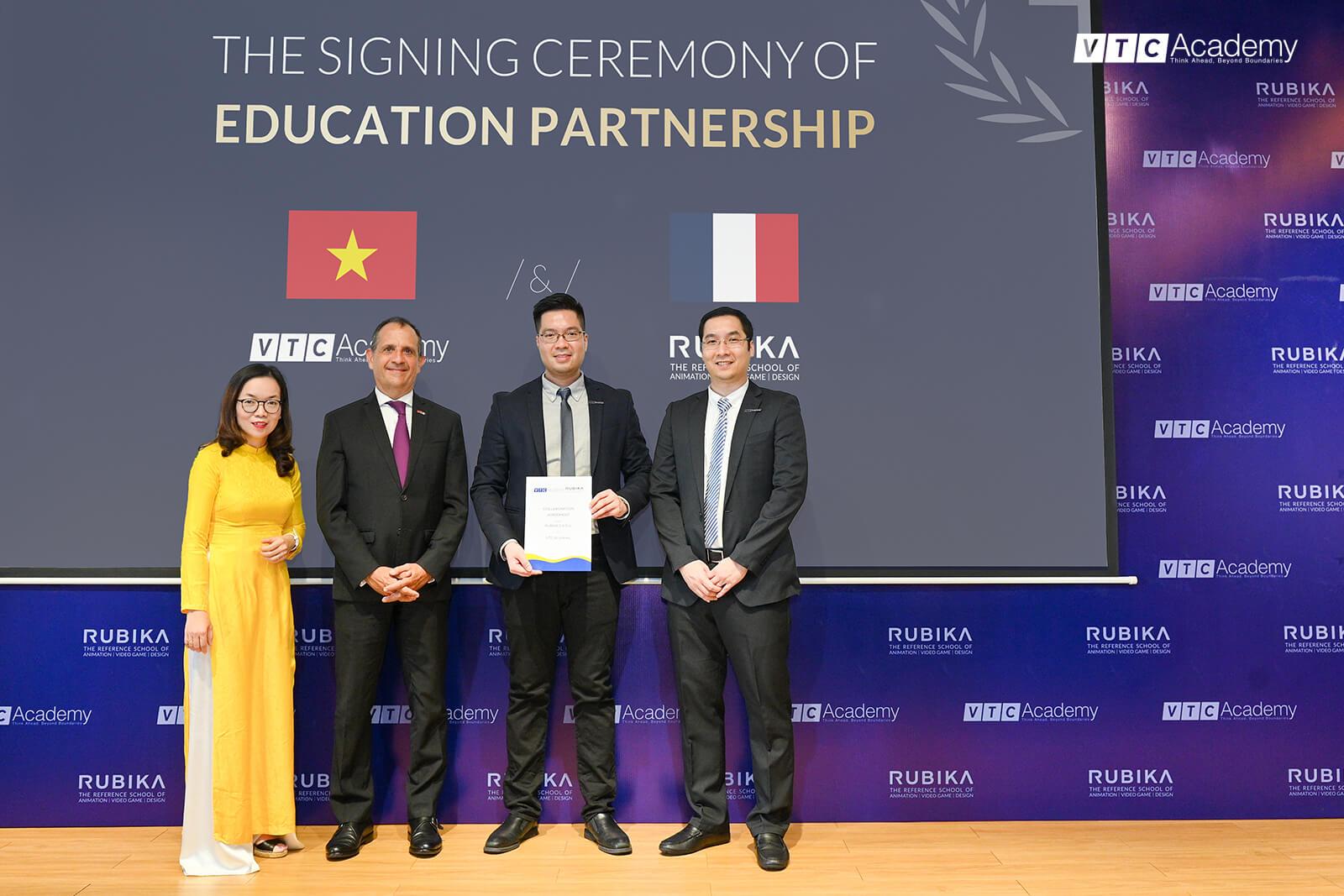 Thời sự VTV1 đưa tin về lễ ký kết hợp tác giáo dục giữa VTC Academy và RUBIKA (Pháp)